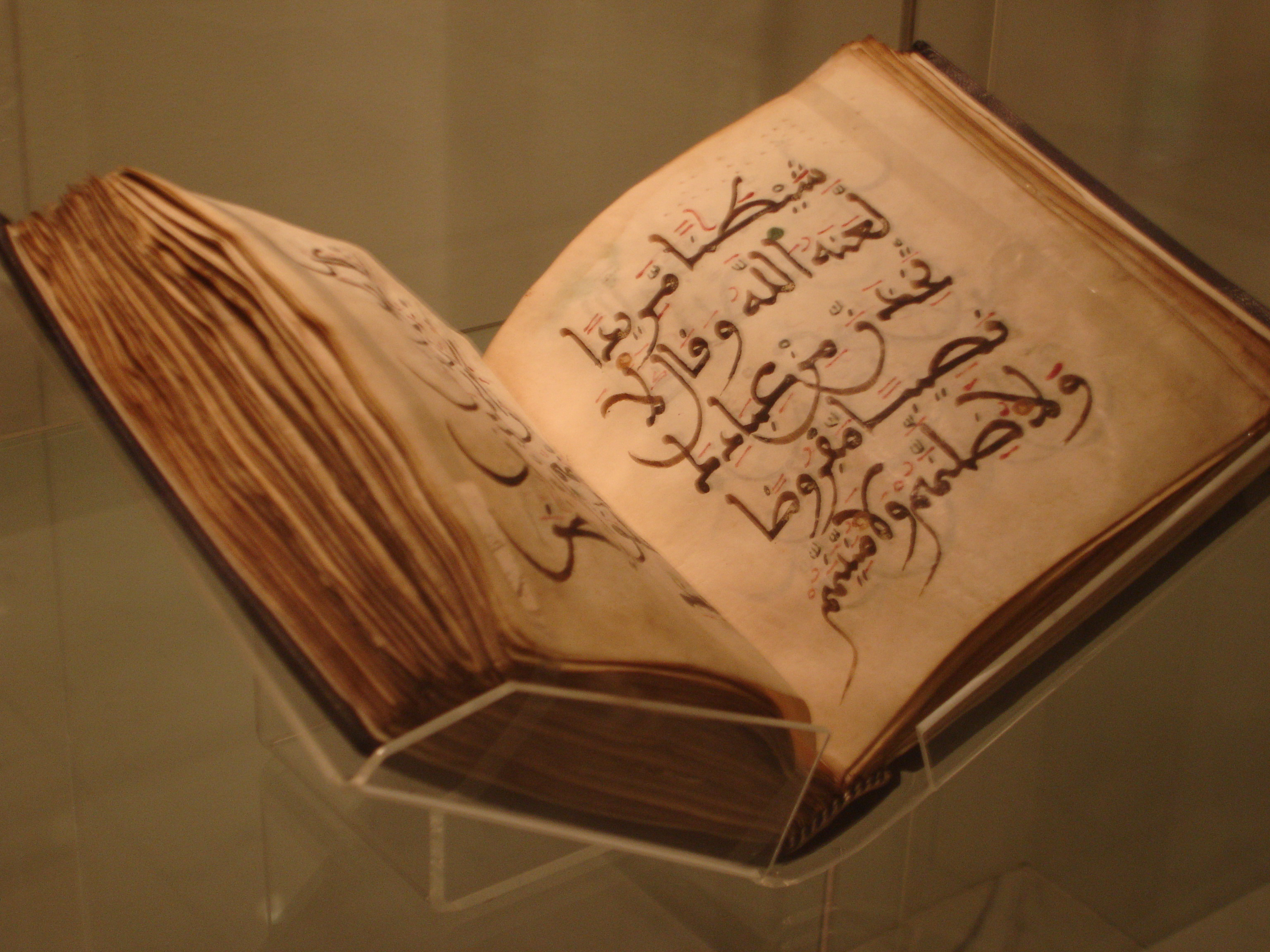 http://religioncompass.files.wordpress.com/2008/05/11th-century-north-african-qur_an-in-the-british-museum.jpg