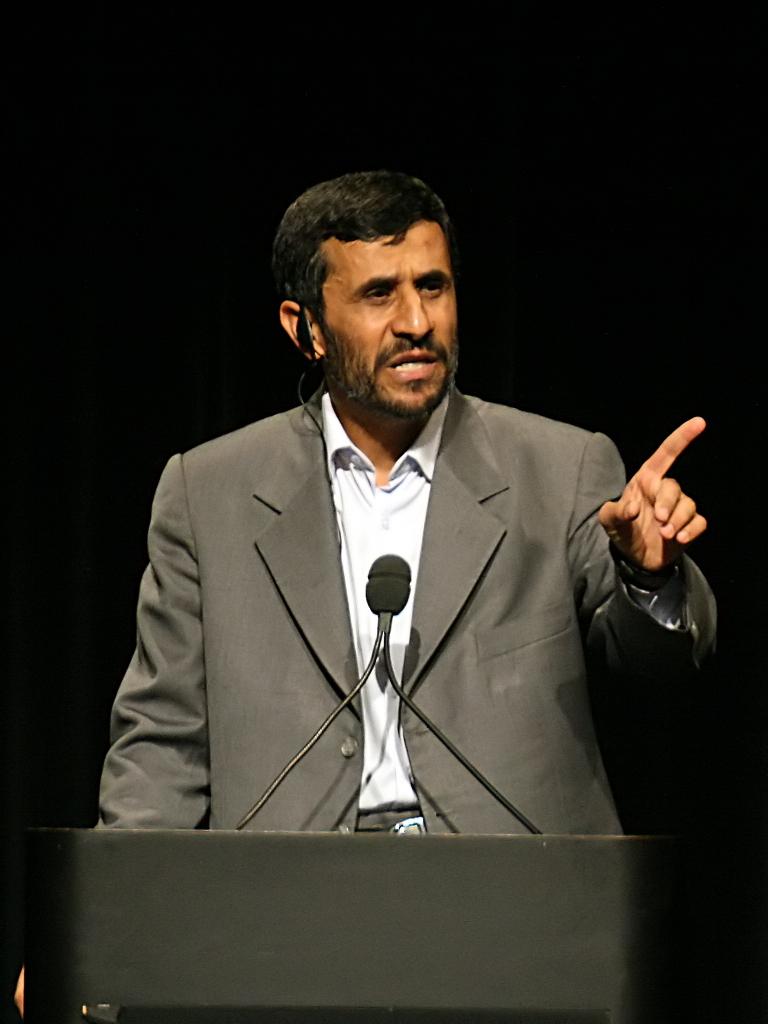 Irã e Turquia sucederão atuais potências, diz Ahmadinejad