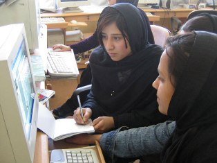female_students_of_afghanistan_in_2005