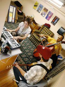 452px-Pop!Tech_2008_-_Band_Practice_(Imogen_Heap,_Amos_Lee,_and_Rufus_Cappadocia)